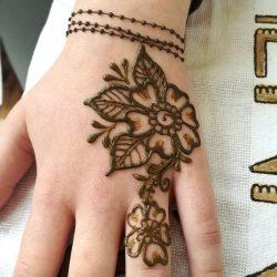 Láncos, virágos, csajos kézfej festés
